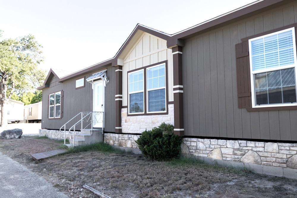 Schult mobile home model Newport exterior view 1